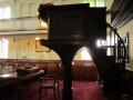 Gadsby_Manchester_Chapel_16_interieur_preekstoel+galerijhek_origineel